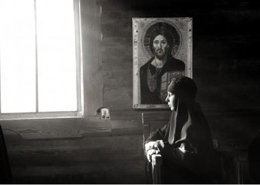 Жизнь под иконами. Фото Михаил Тимофеев