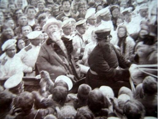 Прав. Иоанн Кронштадтский (в центре) на фотографии 1904 года